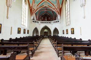 Eine schöne kleine Pfarrkirche in Kommende Lage