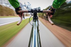 Ein Bild der Gegensätze: Die Belichtung soll lang genug sein, um die Bewegung zuzeichen, aber das Rad selber soll super scharf bleiben. Das hat also den einen oder anderen Versuch benötigt (um genau zu sein 218).